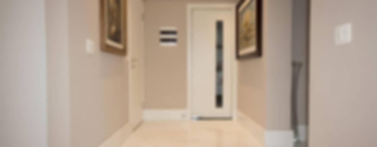 NAHAS NETO ARQUITETURA PLANEJAMENTO E CONSTRUÇÃO Modern corridor, hallway & stairs