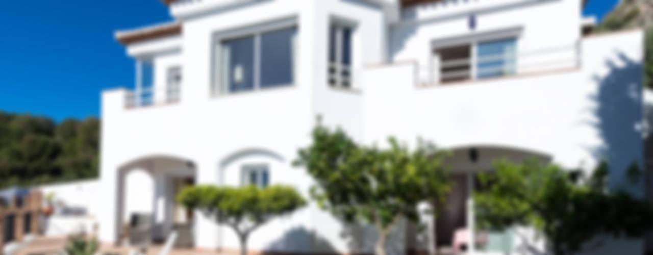 Jardines de estilo mediterraneo por Home & Haus | Home Staging & Fotografía