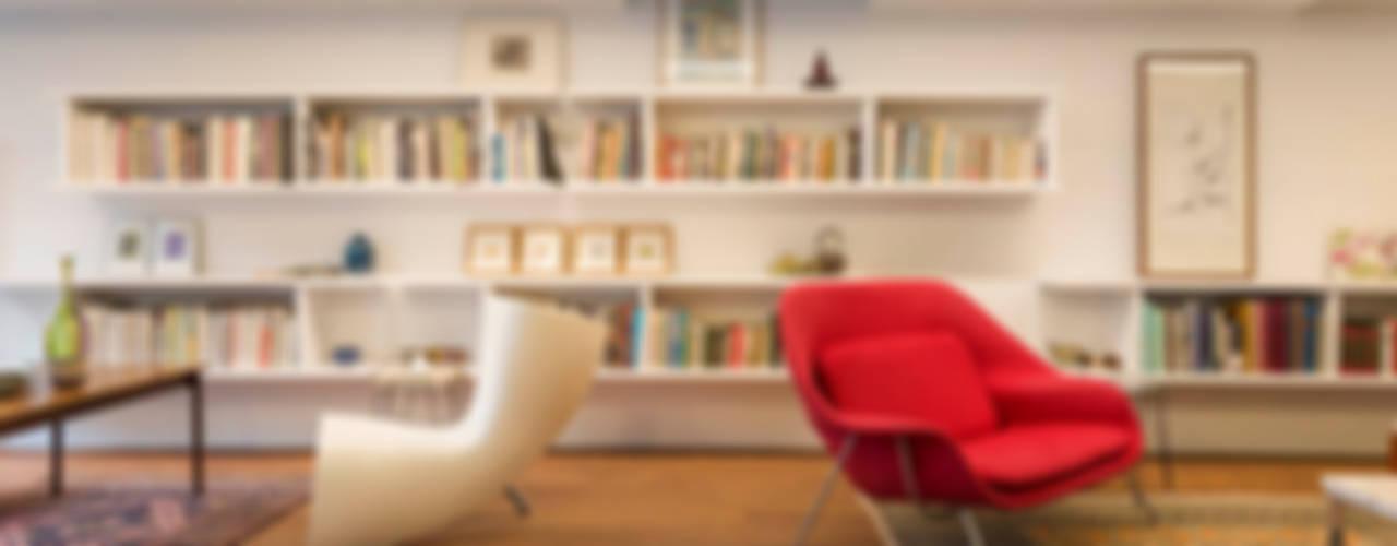何宅 House H 现代客厅設計點子、靈感 & 圖片 根據 何侯設計 Ho + Hou Studio Architects 現代風