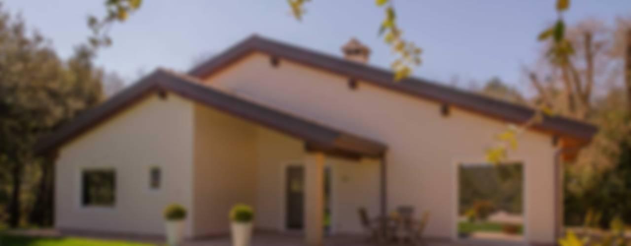 Casas de estilo moderno por Costantini Case in Legno