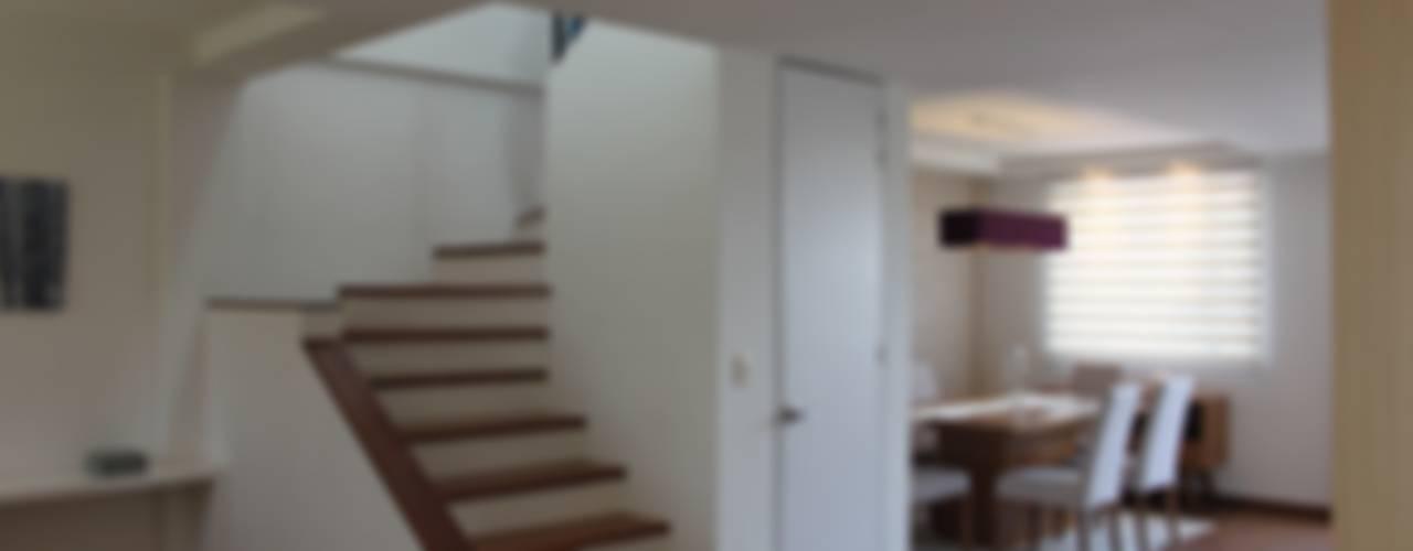 Entrada : Pasillos y recibidores de estilo  por Home Reface - Diseño Interior CDMX