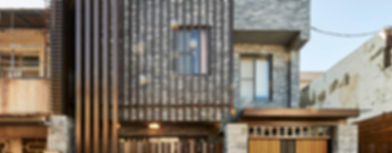 Casas de estilo clásico por 世家新室內裝修公司