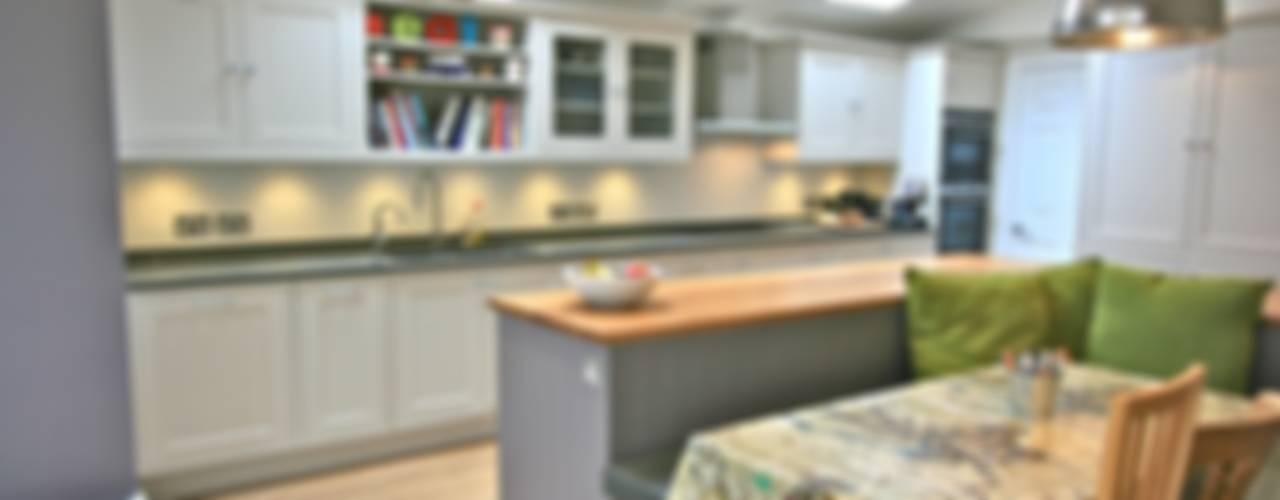 Richmond, London Kitchen:  Kitchen by Laura Gompertz Interiors Ltd,