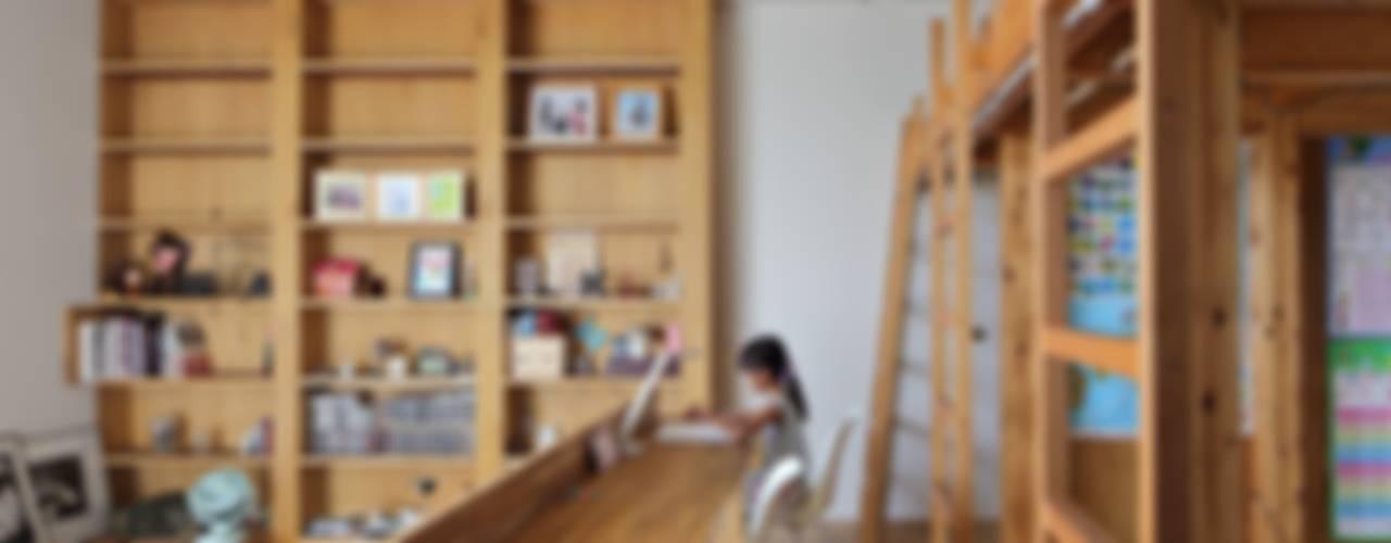 Nursery/kid's room by 藤原・室 建築設計事務所