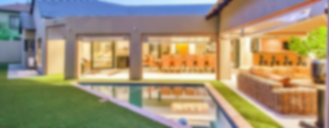 Casas de estilo moderno por Riverwalk Furniture