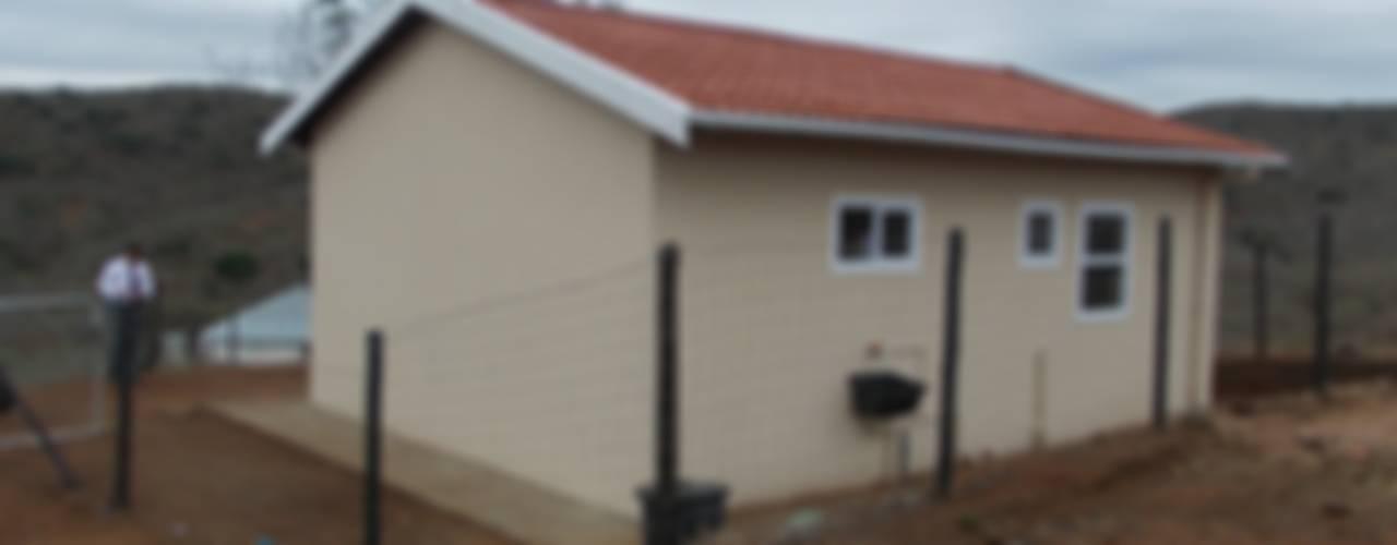 Casas de estilo moderno por Readykit Cape (Pty) Ltd