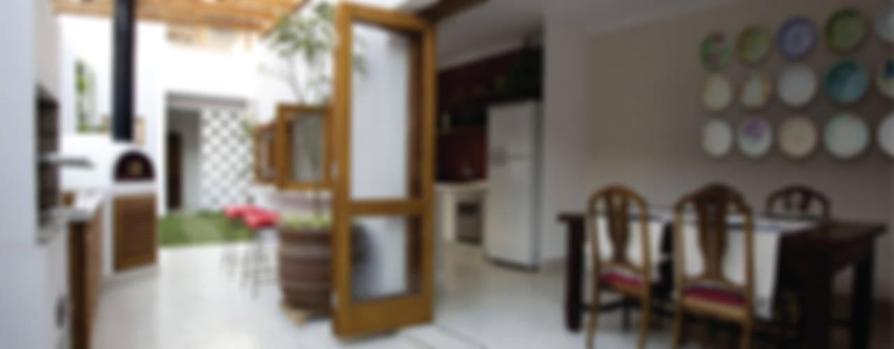 Cocinas de estilo  por SET Arquitetura e Construções