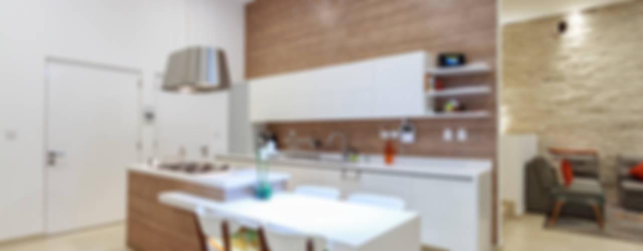 CASA ALEGRA: Cocinas de estilo  por SANTIAGO PARDO ARQUITECTO