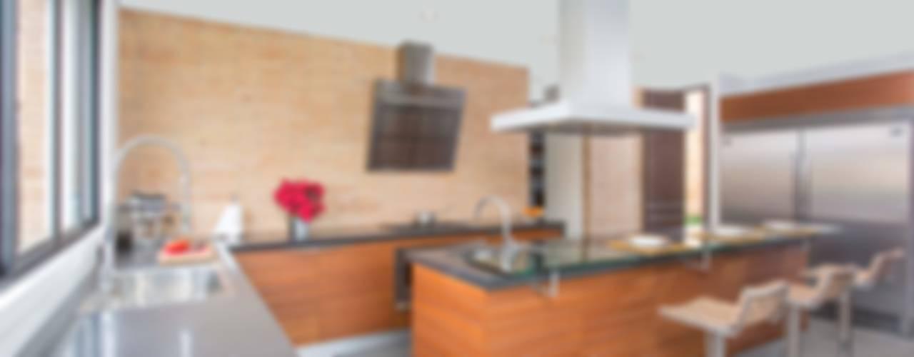 PROYECTOS TERMINADOS COCINAS: Cocinas de estilo  por ATELIER CASA S.A.S,