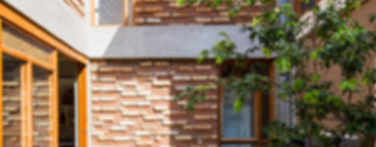 Grupo Garoa Arquitetos associados Modern garden Bricks Multicolored