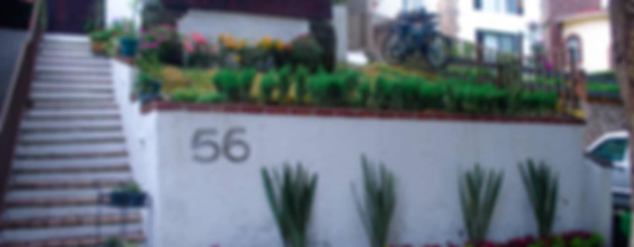 Fachada: Jardines de estilo moderno por Axonometrico