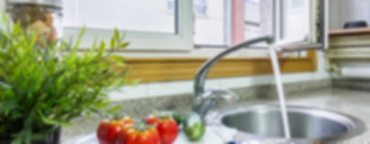 Cocinas de estilo  por CCVO Design and Staging