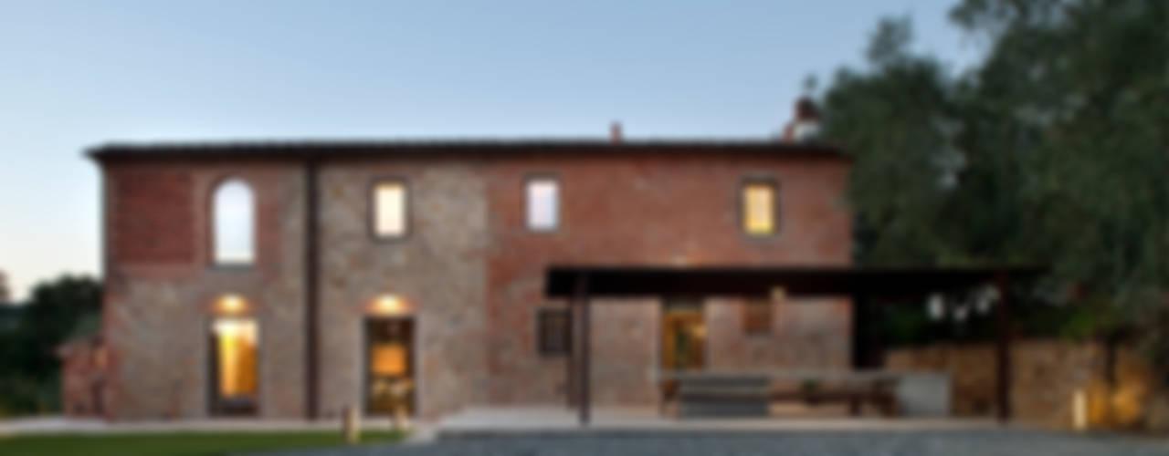 037_CASALE IN CAMPAGNA : Case in stile  di MIDE architetti