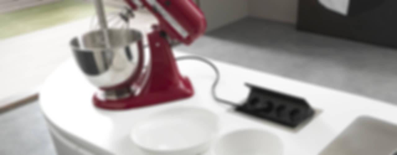 DETALLES MARCA PEDIN : Cocinas de estilo moderno por ARTE CUCINE/ PEDINI SAN ANGEL