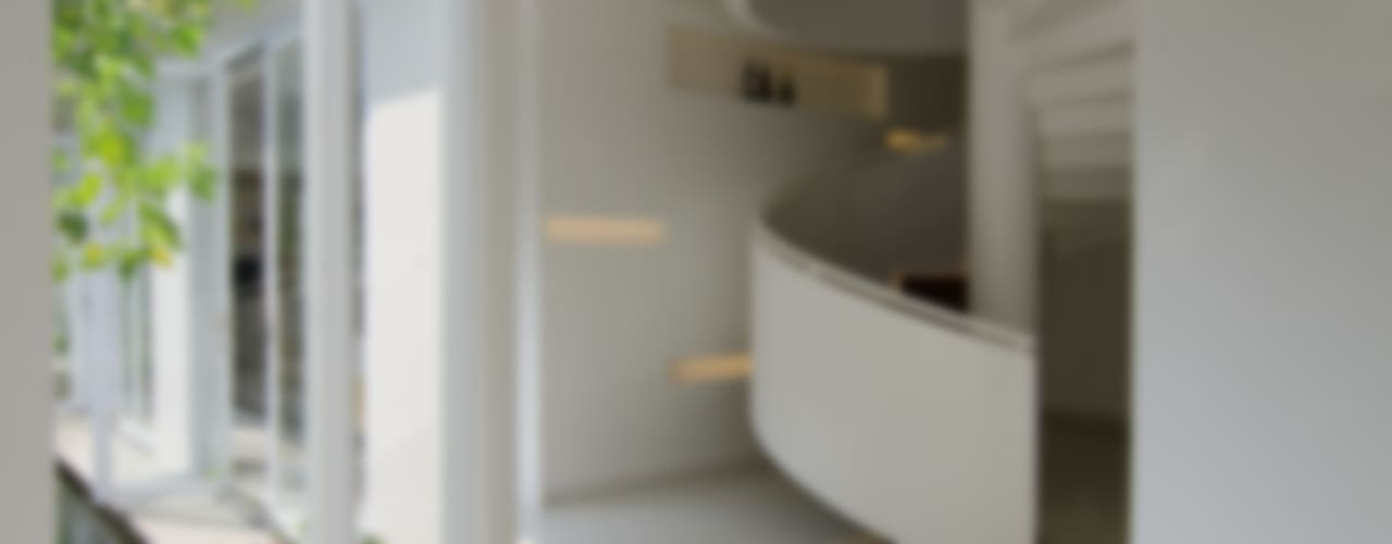 prv a126 Koridor & Tangga Modern Oleh e.Re studio architects Modern