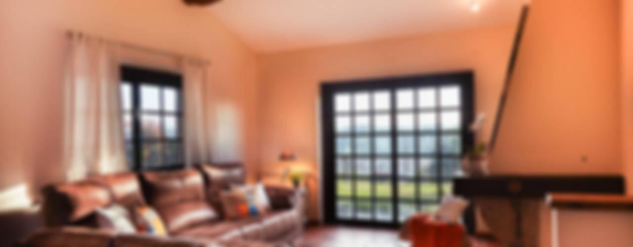 غرفة المعيشة تنفيذ MORANDO INMOBILIARIA
