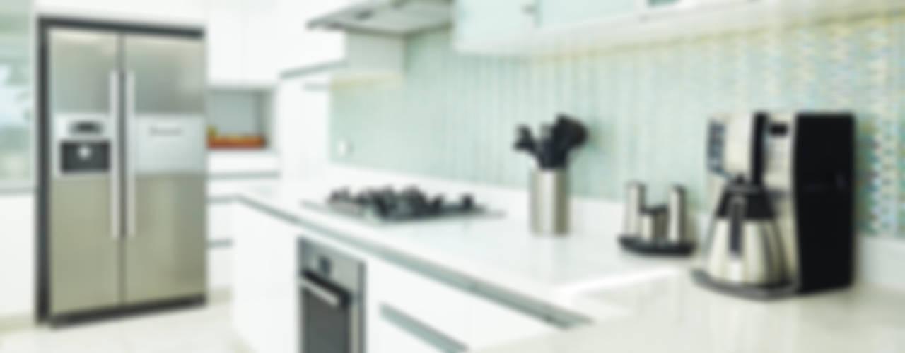 現代廚房設計點子、靈感&圖片 根據 Karím Chaman Arquitectos 現代風