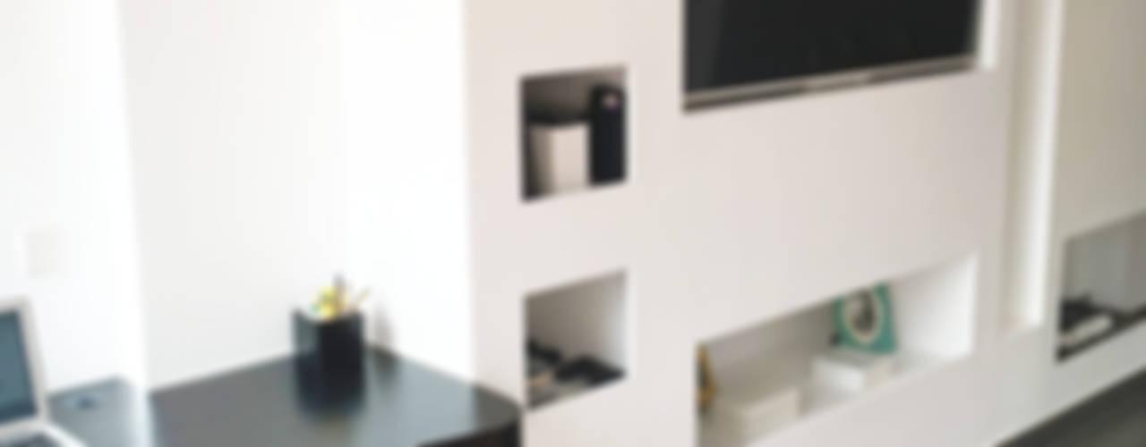 Ruang Keluarga Minimalis Oleh LILURA DESIGN Minimalis