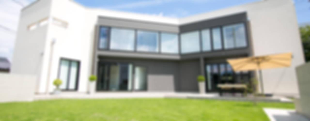 現代房屋設計點子、靈感 & 圖片 根據 中居敬一都市建築設計 現代風