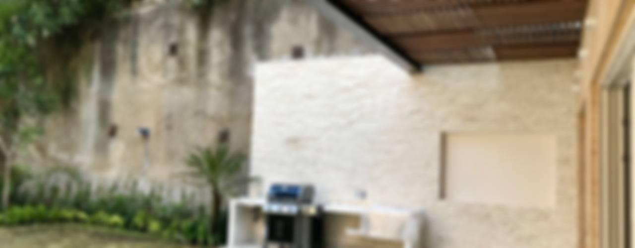 Casa en Villa Florence: Terrazas de estilo  por Revah Arqs