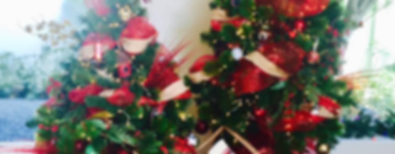 Decoración de árbol de Navidad: Salas de estilo  por MIRIAM ESCOBEDO INTERIORISTA