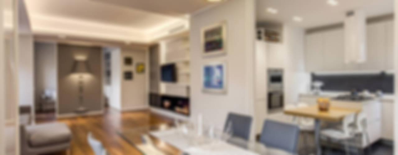 OJETTI: Sala da pranzo in stile in stile Moderno di MOB ARCHITECTS