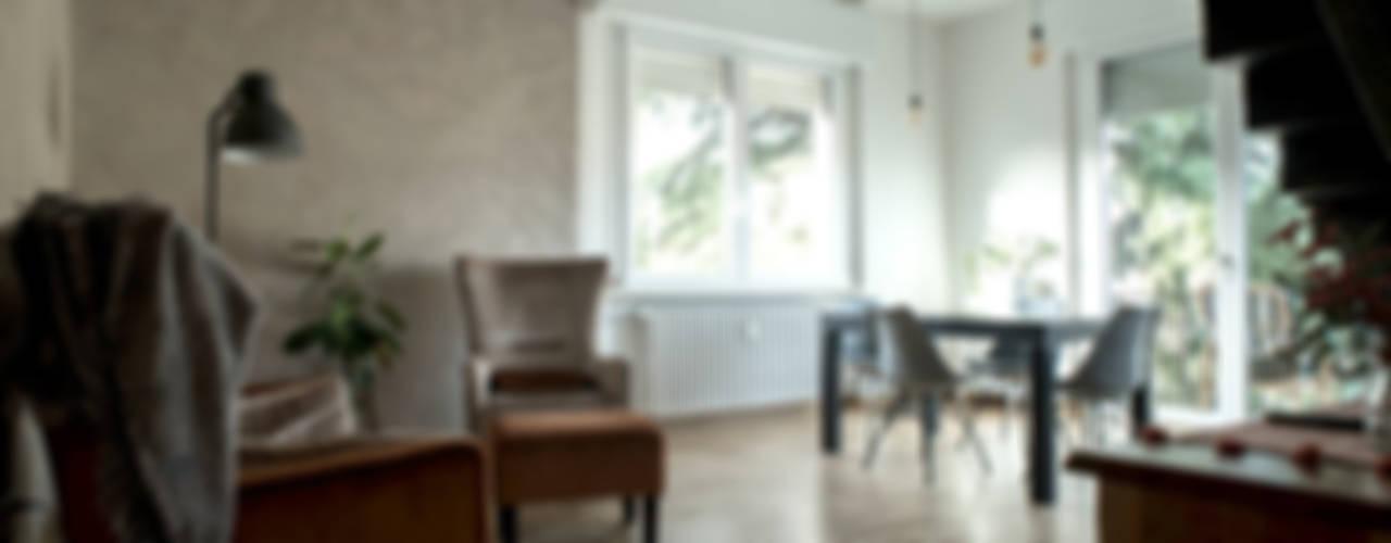 Sweet Home Forlì: Sala da pranzo in stile  di Arkinprogress