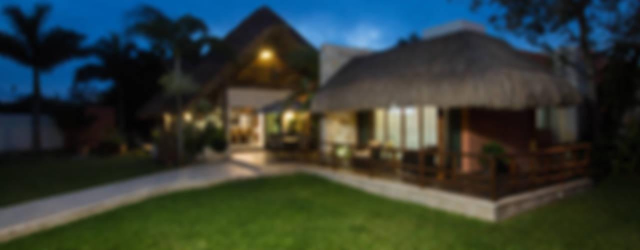 Casa GM: Casas unifamiliares de estilo  por Heftye Arquitectura