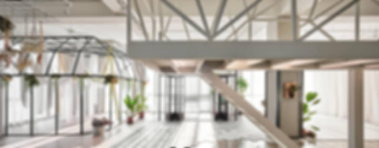 目沐攝影棚 Mu-Mu Studio:  辦公室&店面 by 漢玥室內設計