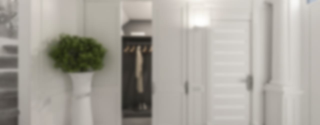 armadio guardaroba: Ingresso & Corridoio in stile  di studiosagitair