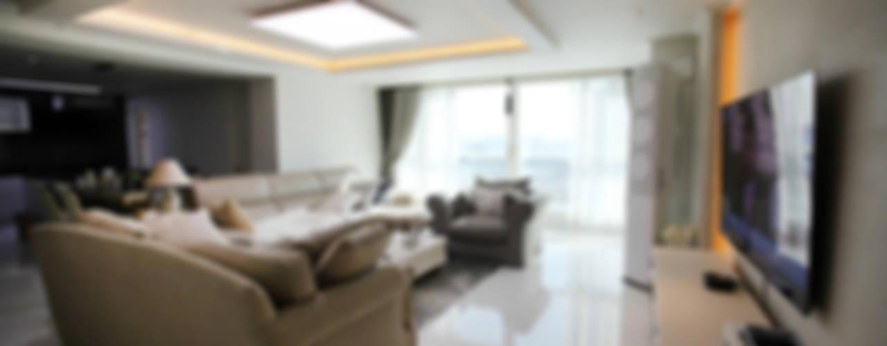 광장동 현대홈타운 53평형 모던스타일 거실 by Design Daroom 디자인다룸 모던