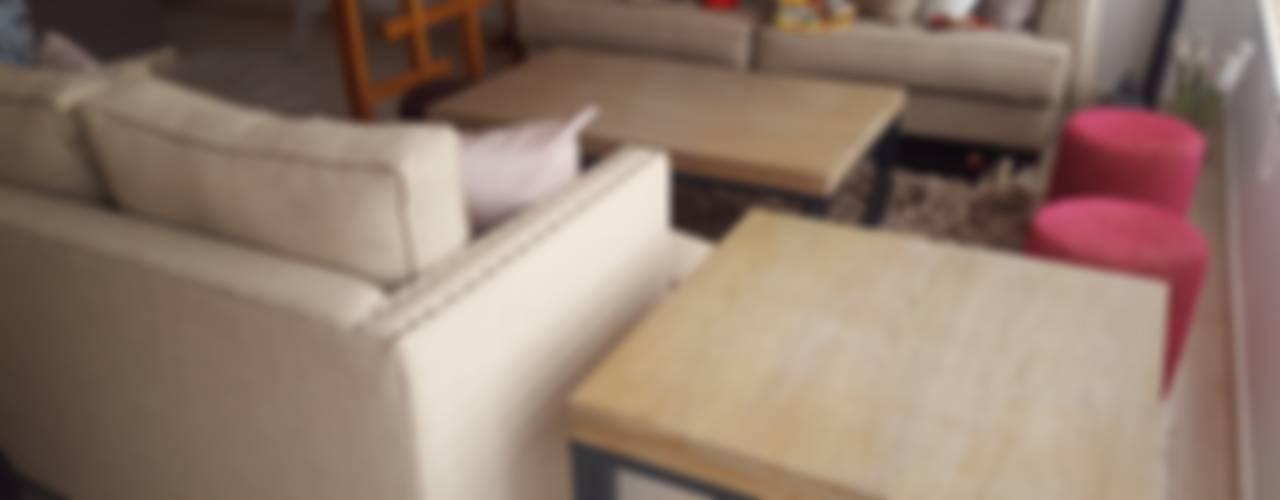 Diseño de Mobiliario e interiores : Salas de estilo moderno por SHMN ARQUITECTURA