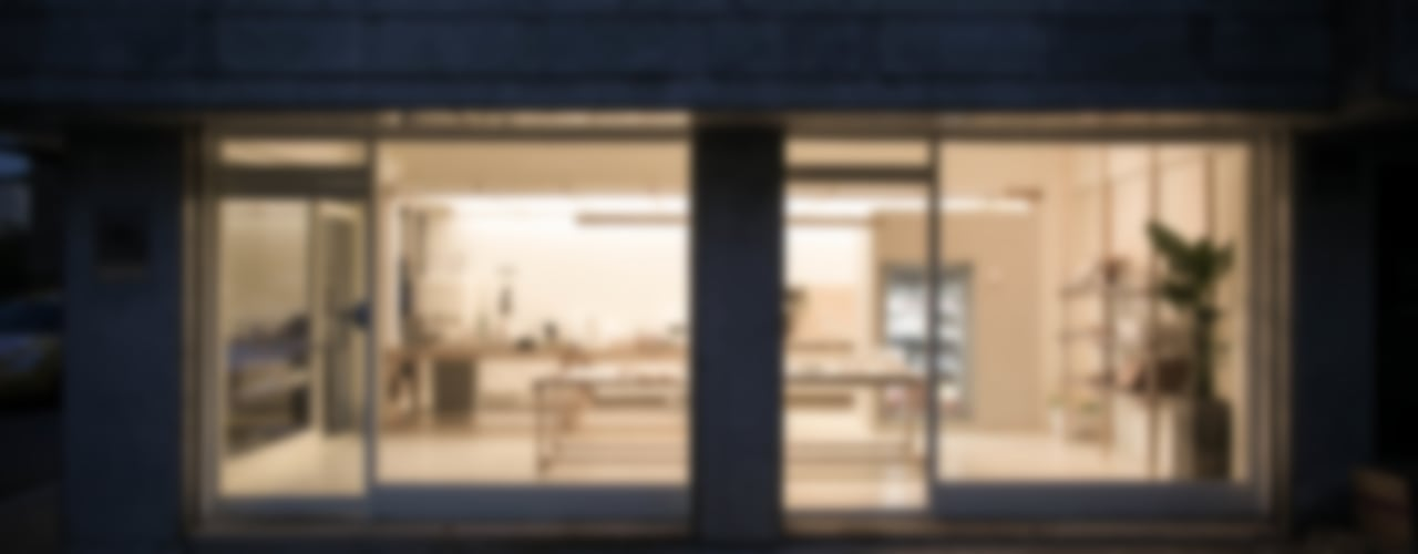 cafe ap 정면부: oddstaff의  창문