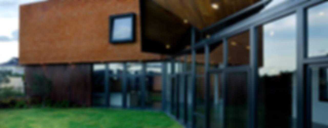 NB House: Casas unifamiliares de estilo  por tactic-a