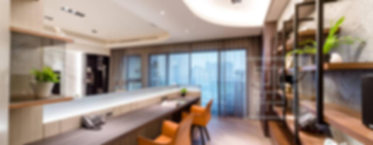 開放式書房:  書房/辦公室 by 沐築空間設計