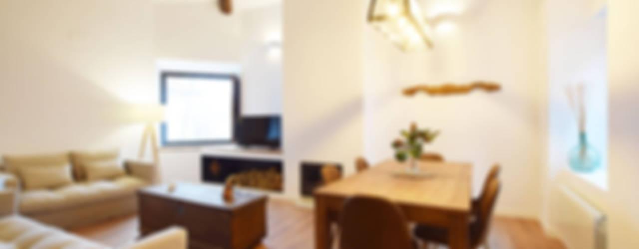 Casa Venancio METRIA Salones rústicos de estilo rústico Madera Blanco