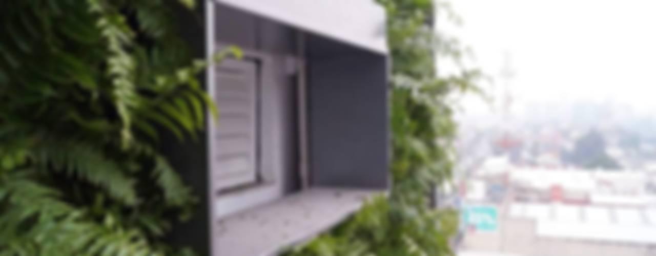 Muros Verdes: Centros Comerciales de estilo  por Designo Arquitectos