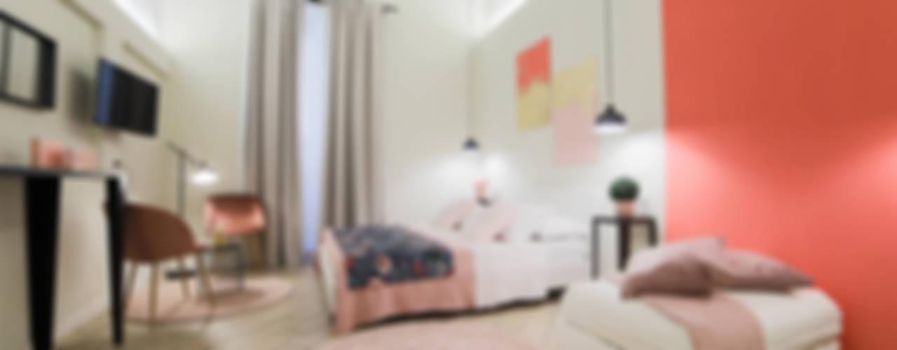 """""""Vacanze Romane"""" appartamento Short Rents:  in stile  di Creattiva Home ReDesigner  - Consulente d'immagine immobiliare"""