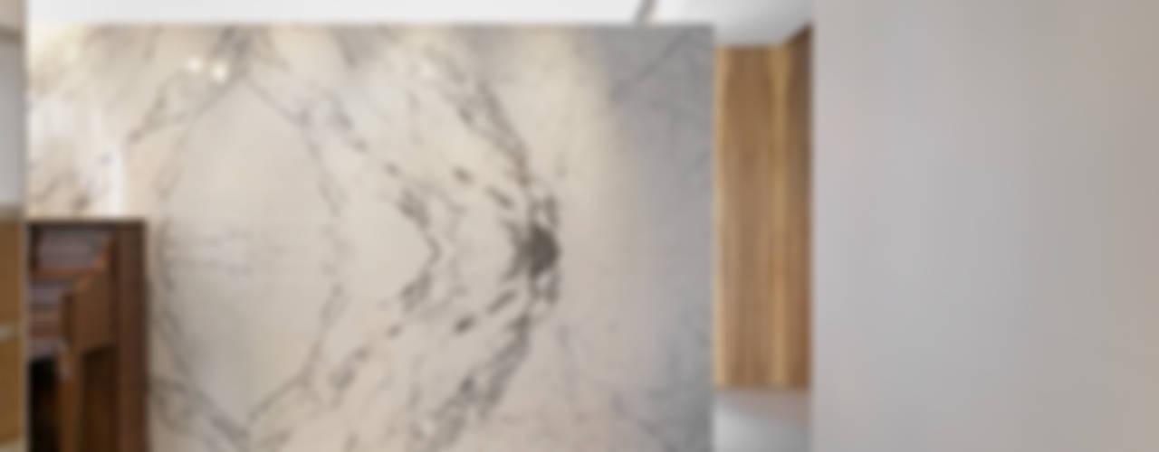 大直沈宅 Sheng Residence:  走廊 & 玄關 by  何侯設計   Ho + Hou Studio Architects , 現代風