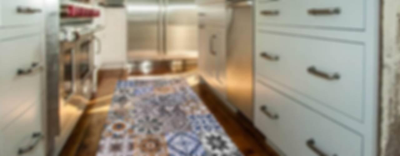 Tappeti e stuoie colorate per la cucina e la sala da pranzo