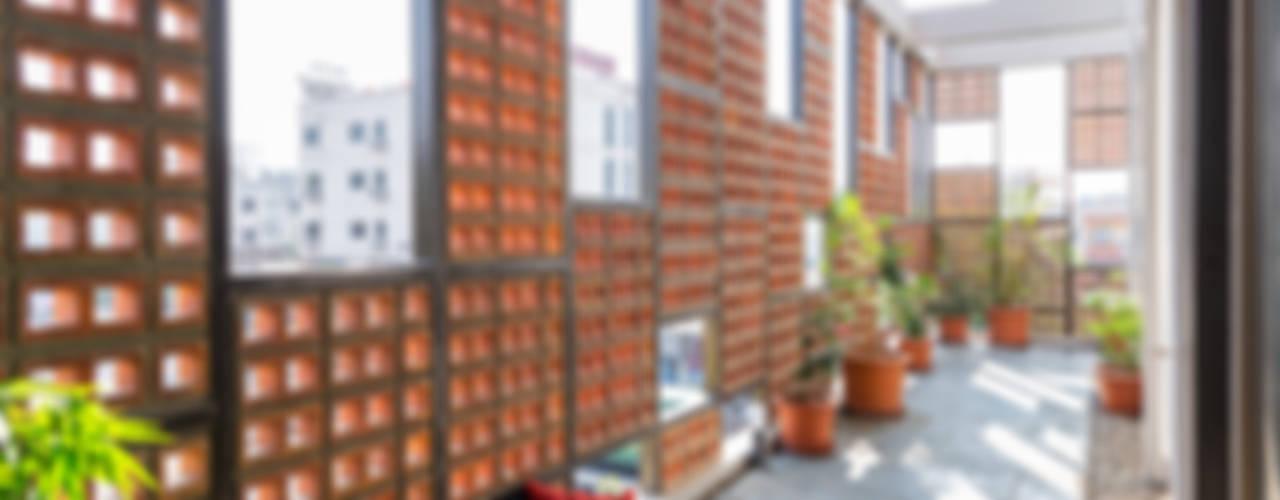 Design for 4,000 sq. ft. at Ranjangaon Ganpati, Pune:  Balcony by M+P Architects Collaborative,Minimalist