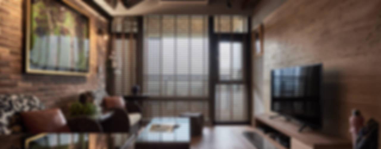 礁溪溫泉度假湯屋:  客廳 by Hi+Design/Interior.Architecture. 寰邑空間設計