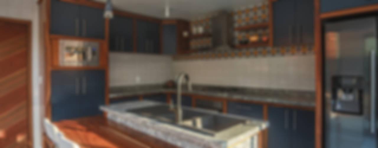 Remodelación Cocina. Proyecto Casa Naranjo: Cocinas equipadas de estilo  por Soma & Croma,
