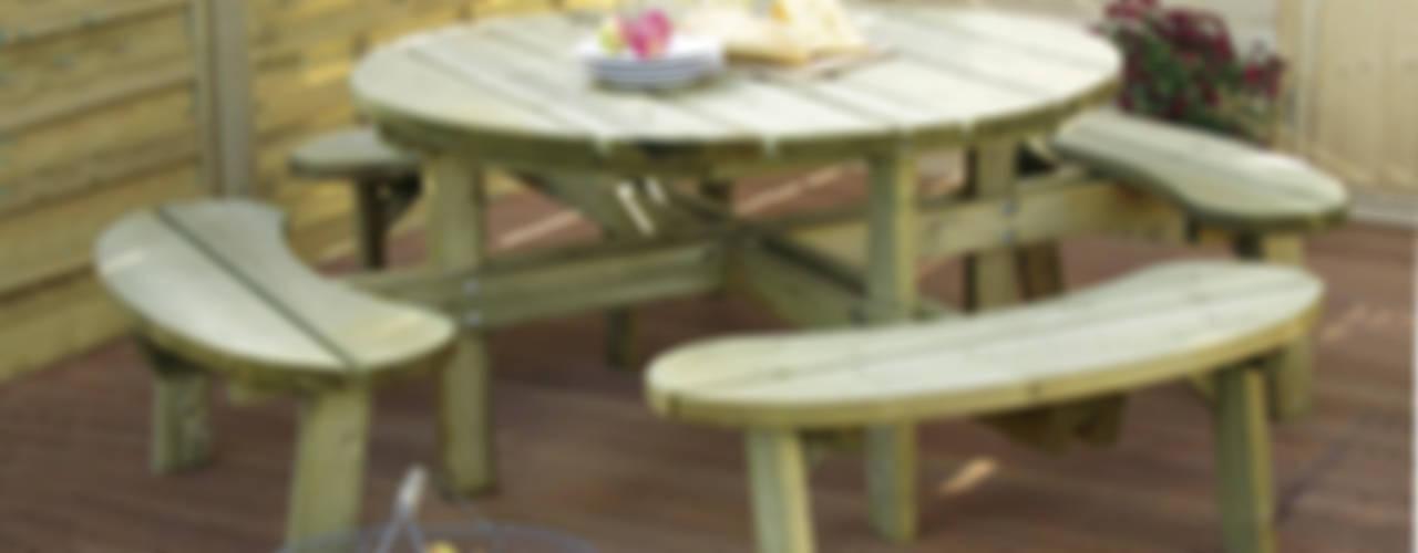 Tavolo PICNIC ROTONDO diametro 219 cm con panche fisse:  in stile  di ONLYWOOD