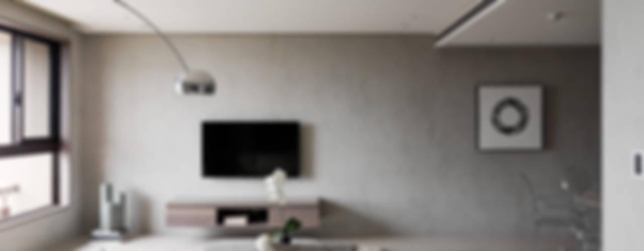 Salas de estar modernas por 形構設計 Morpho-Design Moderno