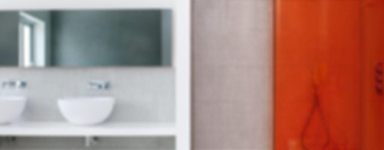 THE WHITE HOUSE LA MORALEJA Bernadó Luxury Houses Baños de estilo moderno