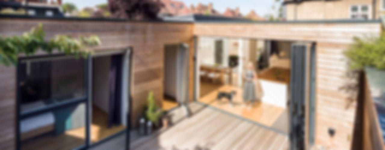 Courtyard House - East Dulwich Designcubed Modern balcony, veranda & terrace