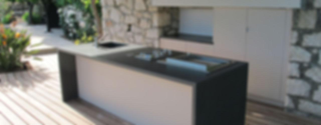 Deck piscine et cuisine d'extérieur INSIDE Création Cuisine moderne