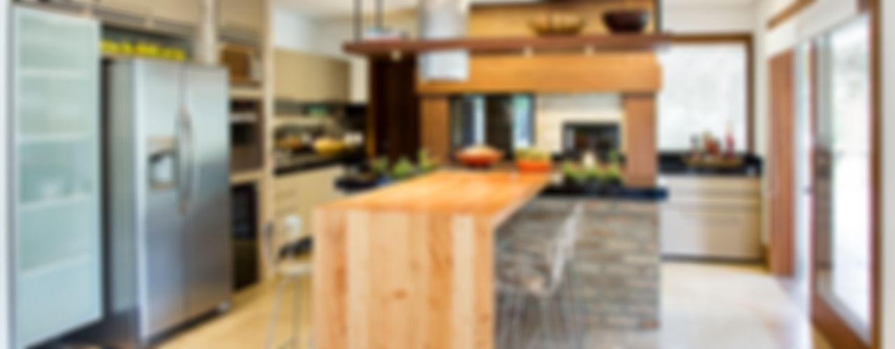 Residência MV praia Maria Christina Rinaldi Arquitetos Eclectic style kitchen