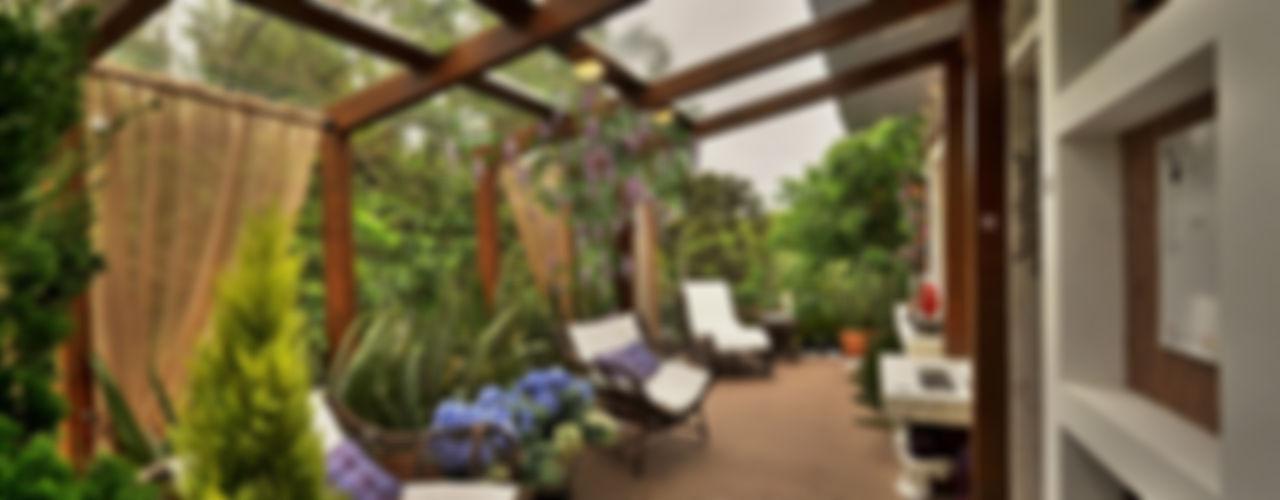 Bender Arquitetura Rustik Balkon, Veranda & Teras